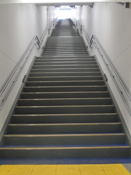 階段 shimokita.keizai